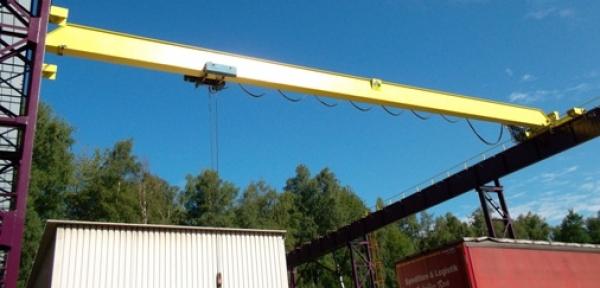 Brückenkran - Brückenkran: Austausch der Motoren, Hubwerke, elektrischen Leitungen sowie Beseitigung der Roststellen mit anschließender Konservierung