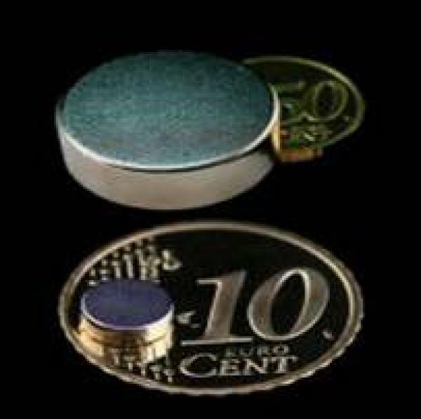 Scheibenmagnete - Als Scheibenmagnete bezeichnen wir alle Magnete, deren Durchmesser größer ist als die Höhe.<br /><br />Sie bieten eine hervorragende Kontaktfläche bei einer geringen Höhe und sind so bestens für Haltefunktionen geeignet. Gerne werden sie z.B. bei Wandhalterungen eingesetzt.<br />Aber auch zum Basteln mit der Familie und im Hobbybereich sind unsere kleinen Scheibenmagnete sehr beliebt.