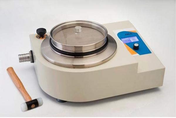 Labor-Luftstrahlsieb KLS 200 - Diese Laborsiebmaschine Typ KLS ist besonders für die Analyse von sehr feinen, pulverförmigen und auch für elektrostatische Produkte geeignet.
