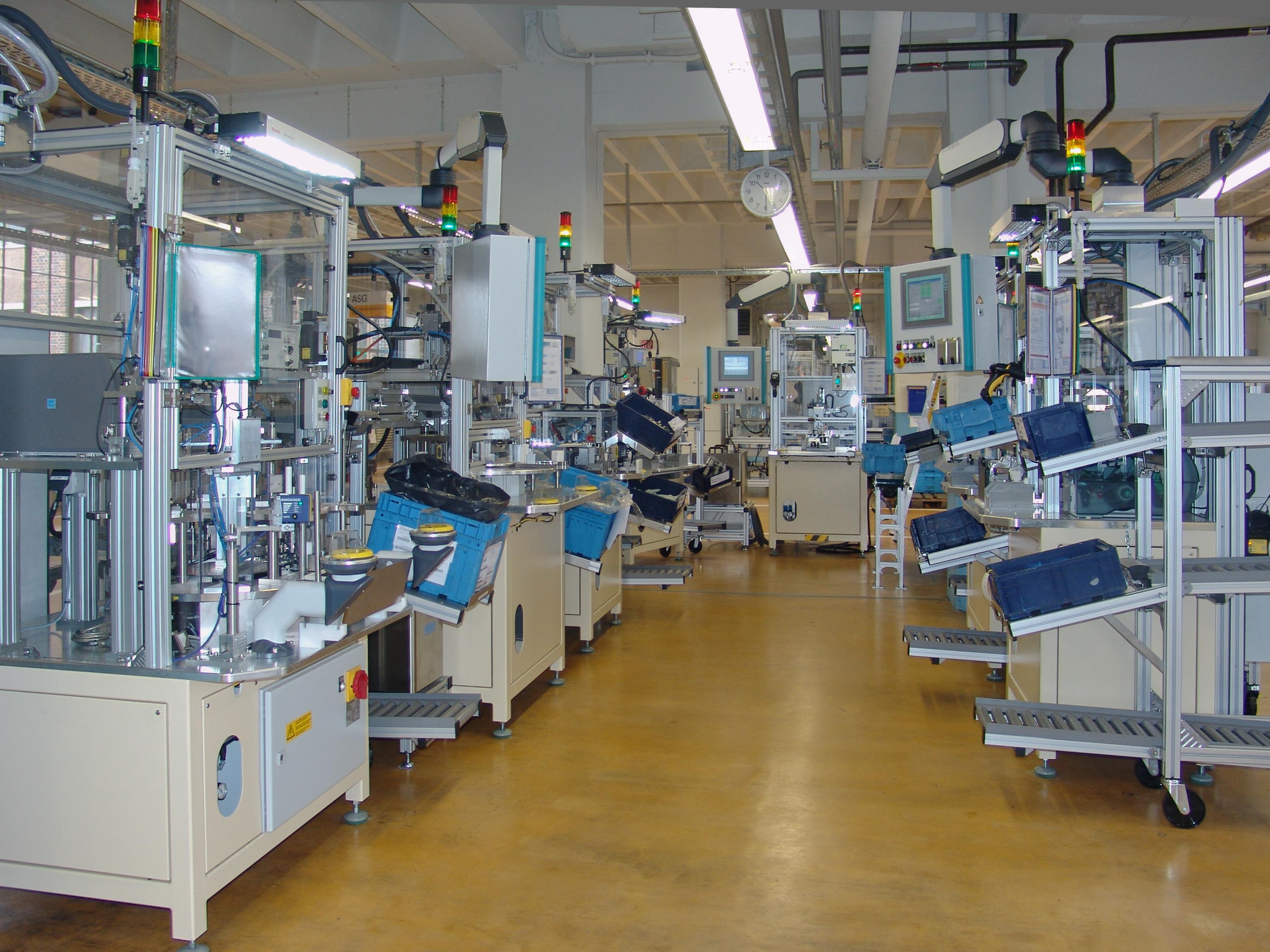 Flexible Fertigungslinien automation Uhr GmbH 07629 Reichenbach Deutschland www.automation-uhr.de